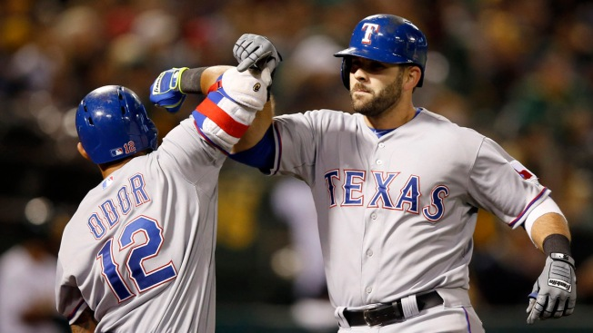 Mitch Moreland's Tying 2-Run Homer Helps Rangers Rally