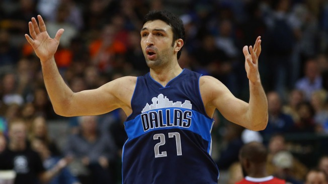 Pachulia's Double-Double Lifts Mavericks Over Lakers 90-82