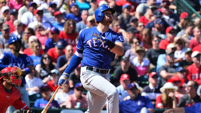 Fielder, Gallo Homer in Rangers' 5-4 Victory Over Indians