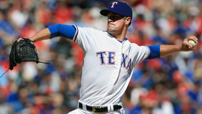 Rangers Keep Up Hamels' Streak On Average Night