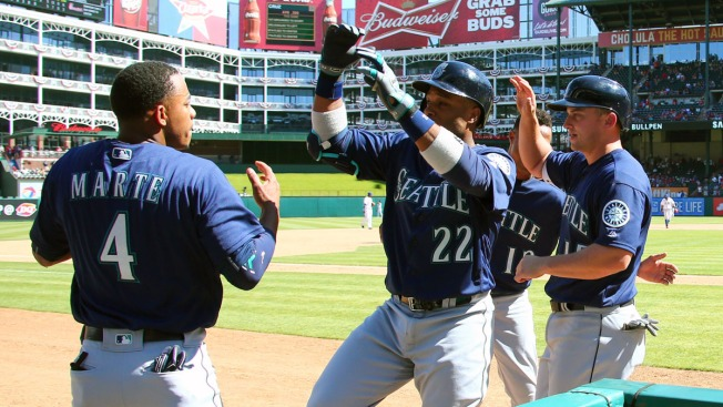 Cano Homers Twice, Mariners Rally in 9th to Win 9-5 at Texas