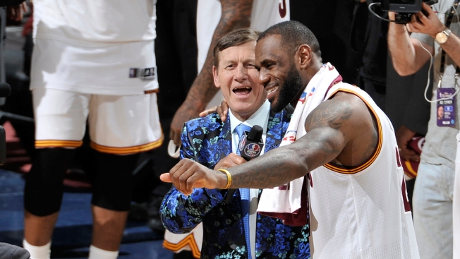 LeBron James Has Heartfelt Exchange With Craig Sager After Win