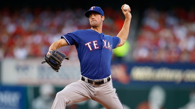 Hamels Pitches Rangers to 1-0 Win Over Cardinals