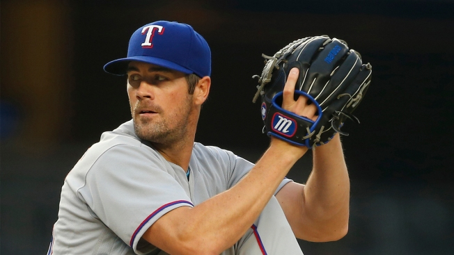 Hamels, Desmond Lead Rangers to 4th Straight Win