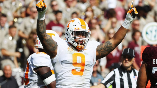 Dallas Cowboys Host Tennessee Edge Rusher Derek Barnett