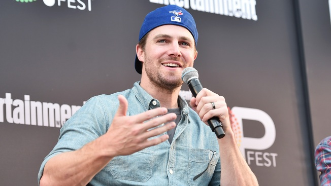 'Arrow' Star Stephen Amell Takes Down Homophobic Trolls