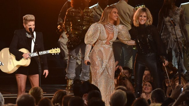 Beyonce and Dixie Chicks Perform Together at CMA Awards