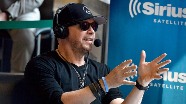 Donnie Wahlberg Leaves Massive $2,000 Tip for Waffle House Server