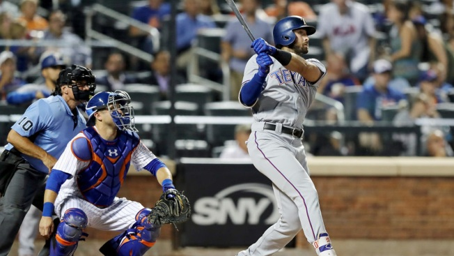 Flexen's 1st Win Helps Mets Top Texas 5-4, Stop 4-Loss Skid