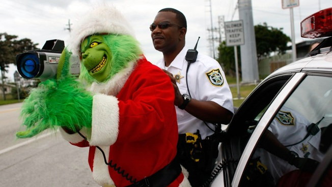 Grinch Patrols Traffic in Florida Keys, Hands Out Onions