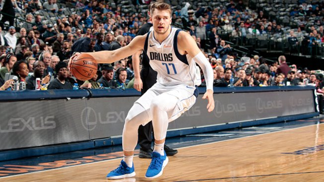 Doncic Helps Mavs Rout Rockets