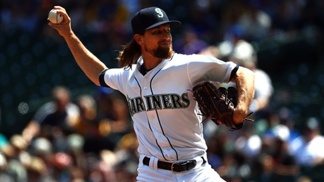 Leake Outpitches Minor as Mariners Topple Rangers