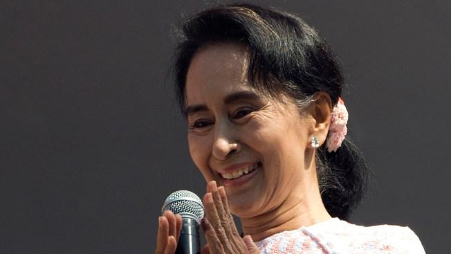 Suu Kyi's Party Heads for Landslide in Historic Myanmar Vote