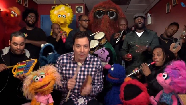 "Jimmy Fallon, ""Sesame Street"" Cast Perform with Kid's Instruments"