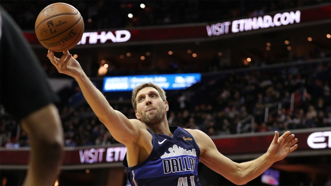 Wright Trumps Dirk Dunk to Lift Grizzlies Past Mavs 122-112