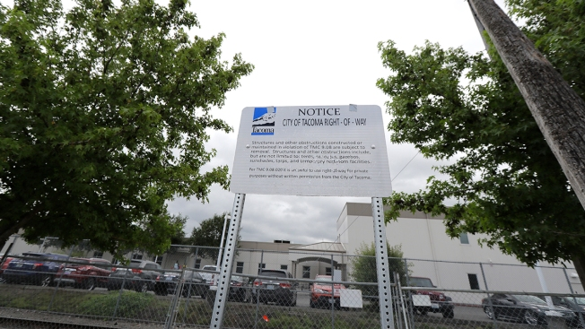Police: Man Dies After Attacking Immigration Prison