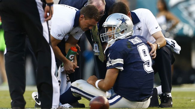 Cowboys' Tony Romo Leaves Game with Broken Collarbone