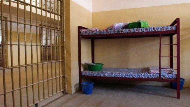 Abu Ghraib Ex-Inmates' Lawsuit Moves Ahead in Federal Court