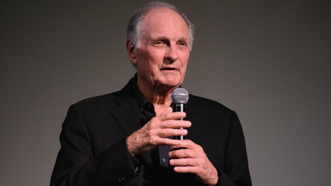 'M.A.S.H.' Star Alan Alda Reveals Parkinson's Disease Diagnosis
