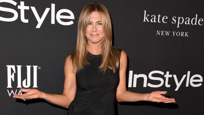Jennifer Aniston Joins Instagram, Shares Selfie With 'Friends' Cast