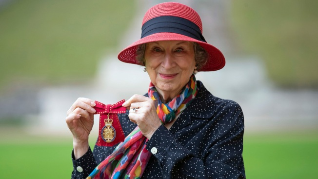 Queen Elizabeth Honors 'Handmaid's Tale' Author Margaret Atwood