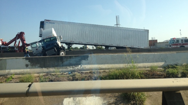 Tractor-Trailer Jackknifes, Closes State Highway 183 in Irving