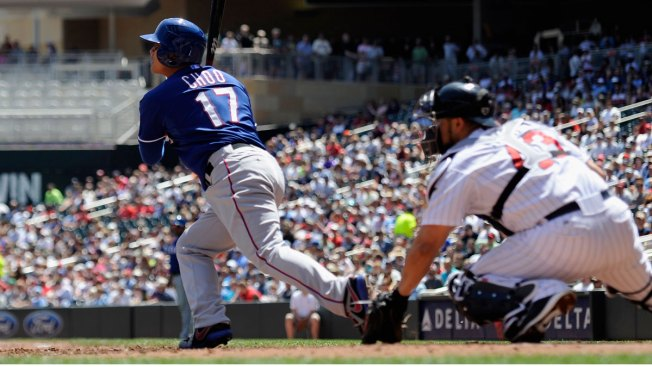 Martin Runs Rangers to 5-4 Win Over Twins