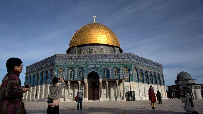 Thousands Join Muslim Prayer Protests Over Jerusalem Shrine