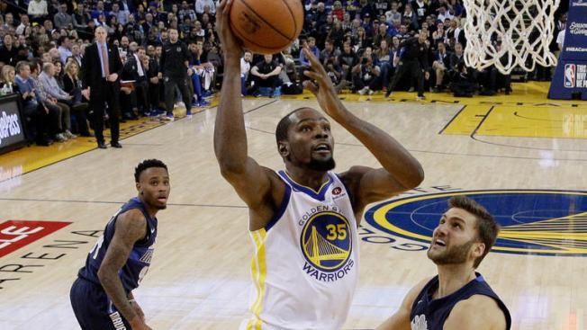 Durant Leads Warriors Past Mavericks for Eighth Straight Win