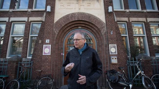Dutch Church Holds 24/7 Service to Shield Asylum Seekers