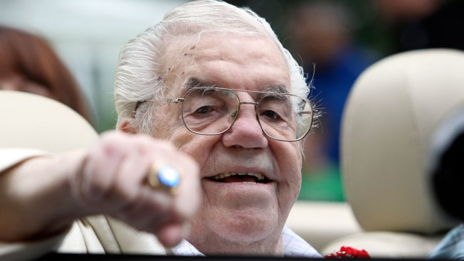 Boxing Hall of Famer Lou Duva Dead at 94, Handled 19 Champs