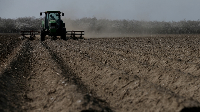 Calif. Farmers Strike Deal to Cut Water Use Amid Drought