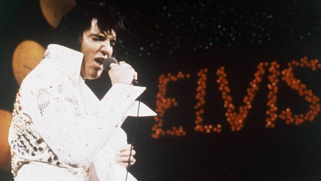 Fans Walk Silently, Solemnly Past Elvis' Grave During Vigil