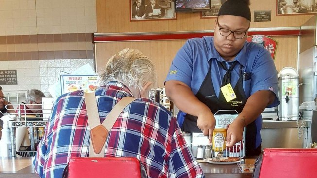 Act of Kindness Lands Waffle House Waitress $16,000 College Scholarship