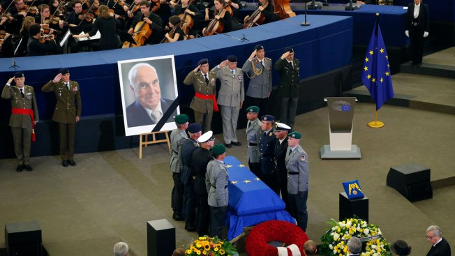World Leaders Bid Farewell to Late German Chancellor Kohl