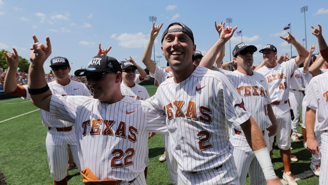 Clemens' Big Bat Leads Texas Back to College World Series