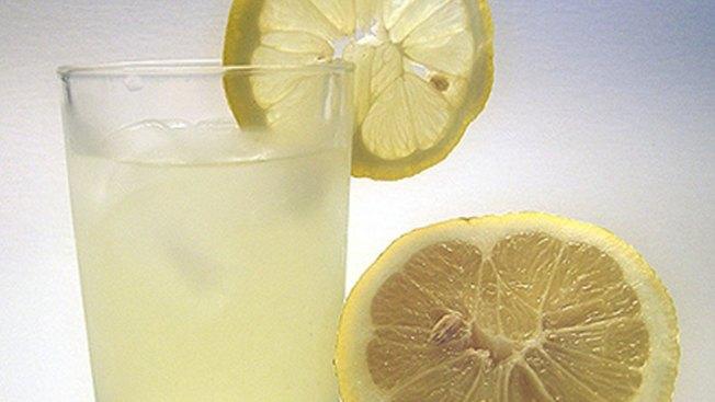 Texas Lemonade Stand Raises $10,000 for Sick Dad