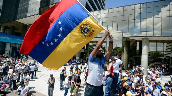 Venezuela Chief Expels U.S. Officials Amid Protests