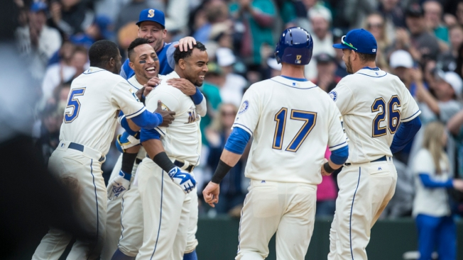 Cruz's Single Caps 2-Run Rally in 9th as Mariners Top Rangers 8-7