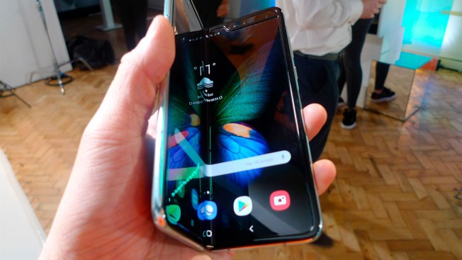 Samsung Delays Folding Phone Launch After Breaking Issues