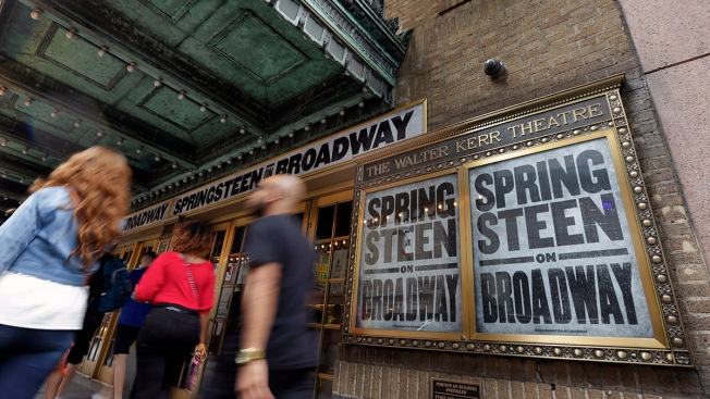 On Broadway, Springsteen Creates a New Performance Template