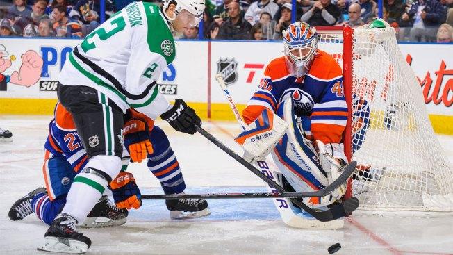 Lehtonen Stops 22 Shots as Stars Beat Oilers 3-0