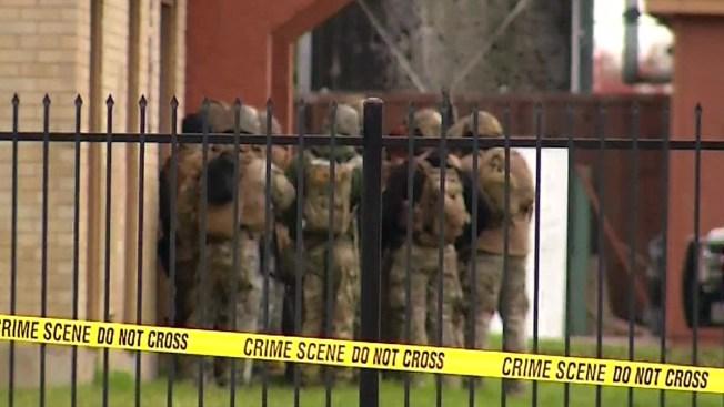 Garland Police Surround Armed Carjacking Suspect At Dallas Apartments