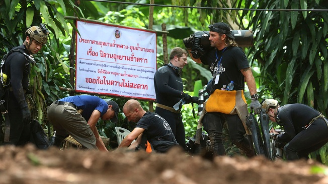Diver Dies in Thai Cave as Crews Fight Water, Oxygen Levels