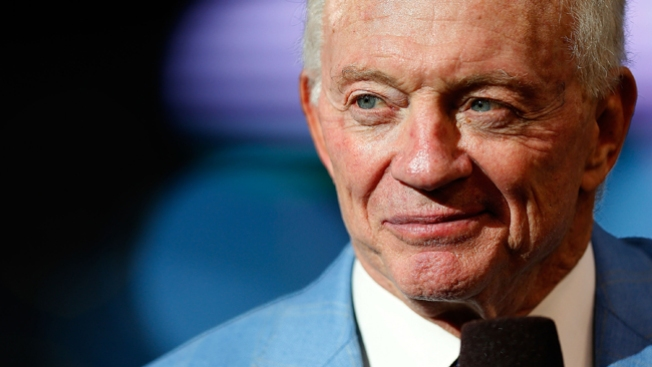Cowboys Owner Jerry Jones Gives $10.65 Million to Arkansas