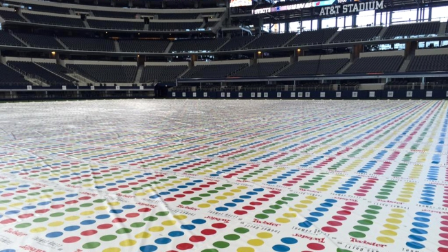 New twister world record set at thomas rhett album release party twister world record attempted at att stadium gumiabroncs Gallery