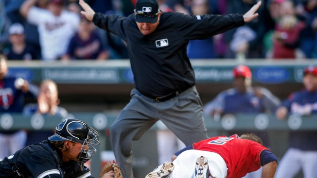 Umps May Soon Take to Mic to Explain Replays
