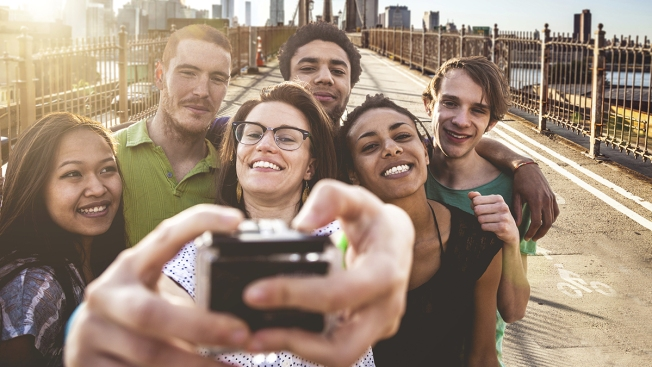 """Usie,"" The Group Selfie Trend Has More Social Value Than Selfies, Experts Say"