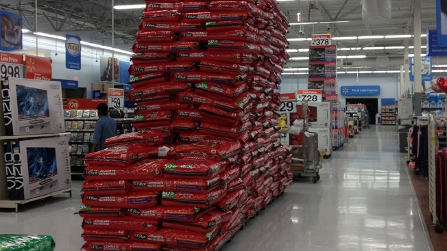 Wal-Mart Store Lowers Dog Food Display Amid Safety Concerns