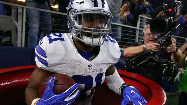 [NATL-DFW] In Pictures: Zeke's Red Kettle Moment